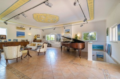 Charming family villa in Almancil