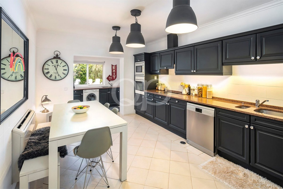 Spacious villa or project opportunity in Quinta do Lago