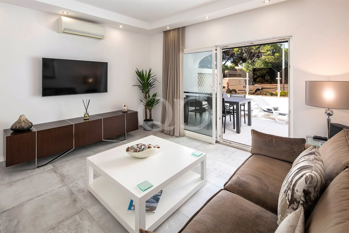 Stylish refurbished apartment in Vale do Lobo