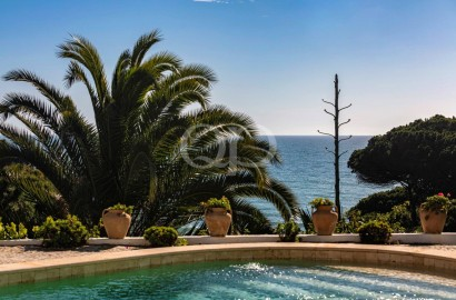 Oceanfront villa located in Olhos de Agua