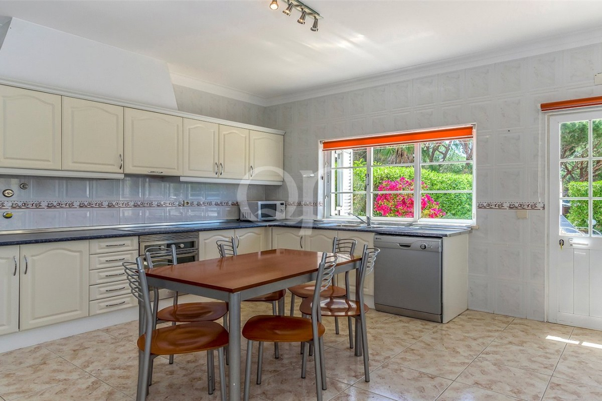 4 bedroom south-facing family villa