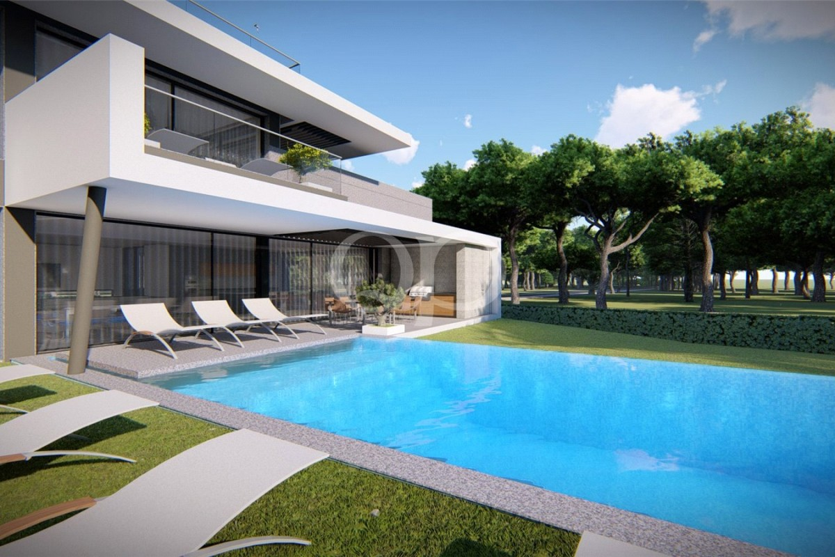 Plot in the heart of Vale do Lobo with approved project