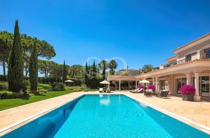 Elegant and luxurious family villa