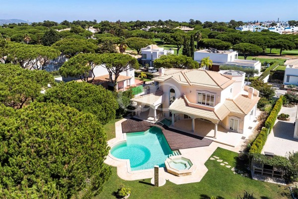 Stunning villa set in a tranquil area in Vilamoura
