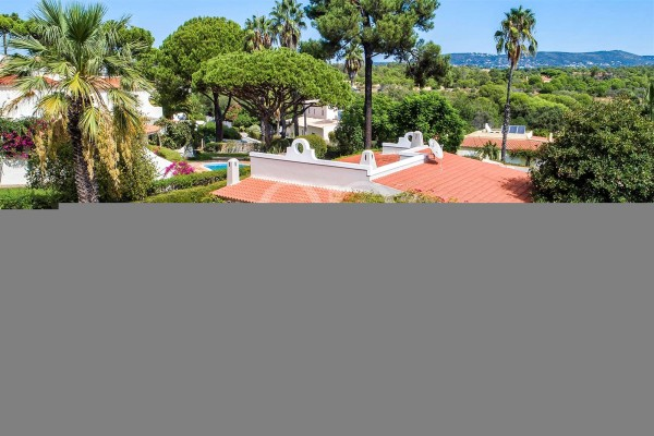 Charming one storey villa with great potential