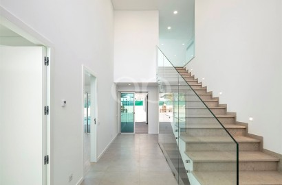 Immaculate, brand new 4-bedroom villa