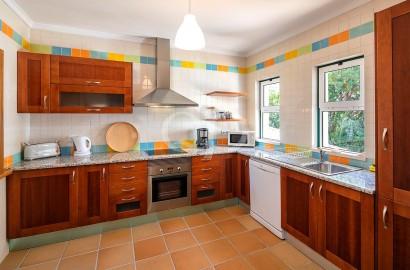 Spacious 2-bedroom apartment near Vale do Lobo