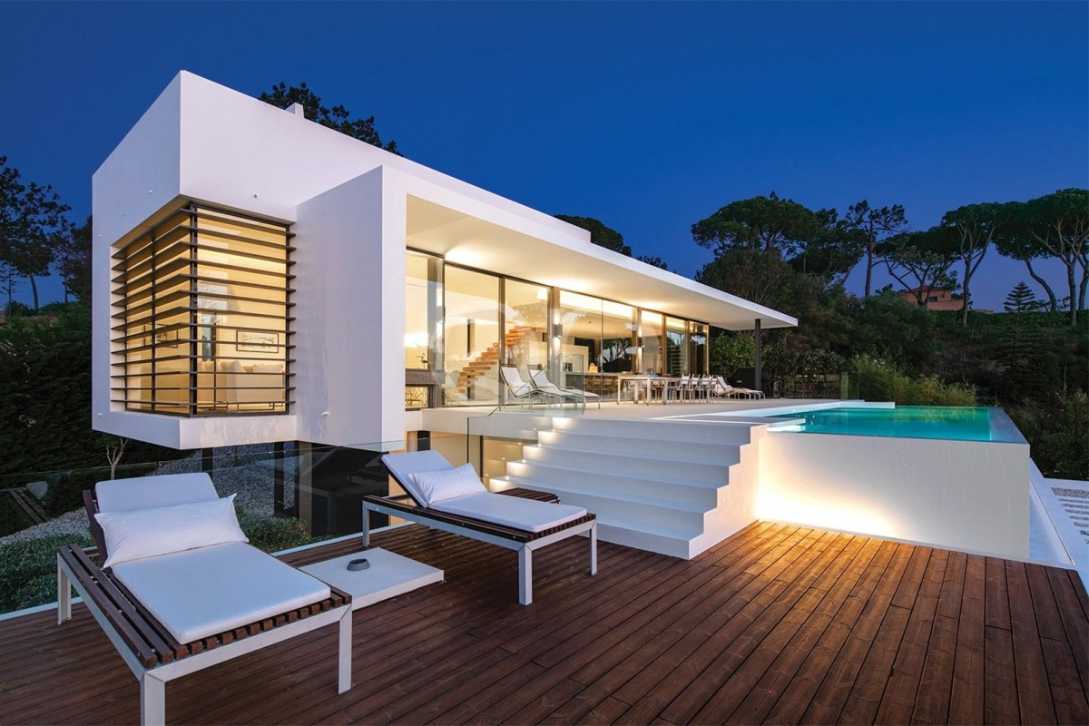 Eye-catching contemporary villa with sea views in Vale do Lobo
