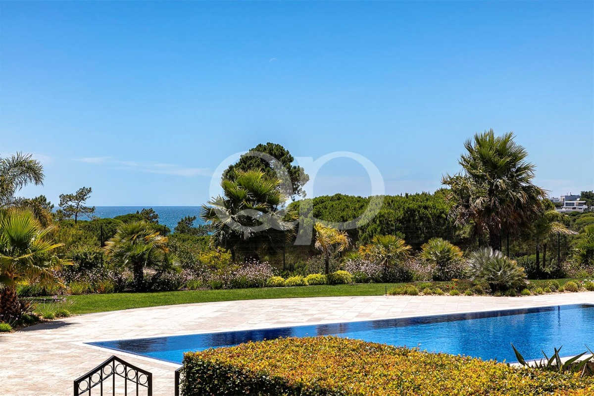 Ground floor apartment with sea views in a remarkable location near the beach