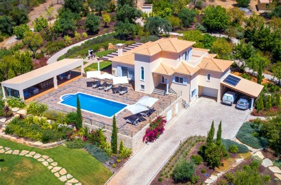 Private modern villa with breath taking country and sea views