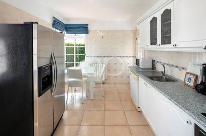 Sunny 3-bedroom family villa in Vilas Alvas