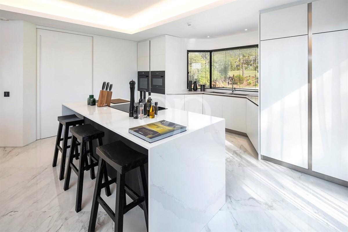 New family villa in a prime location within Quinta do Lago