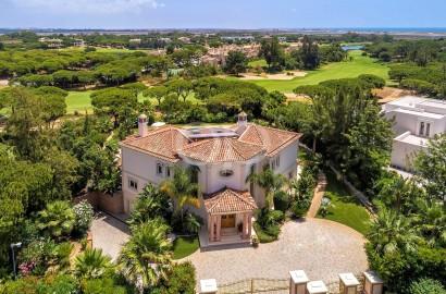 Unique villa overlooking the fairway