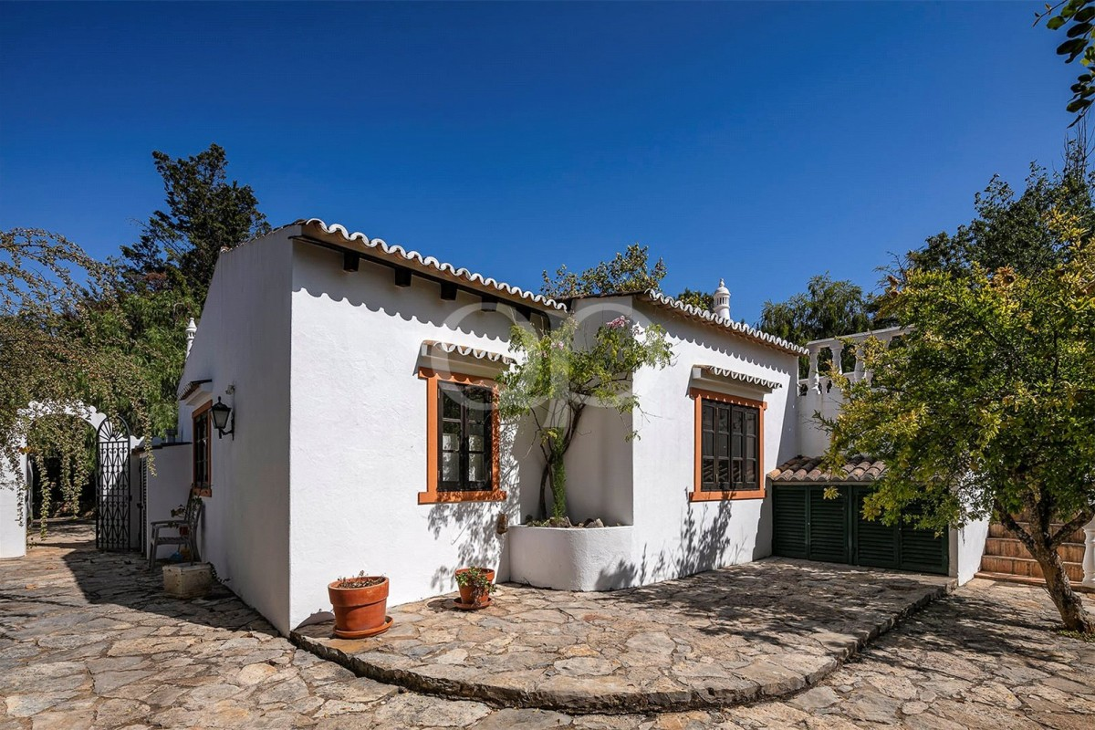 Traditional Portuguese Quinta located in Goldra