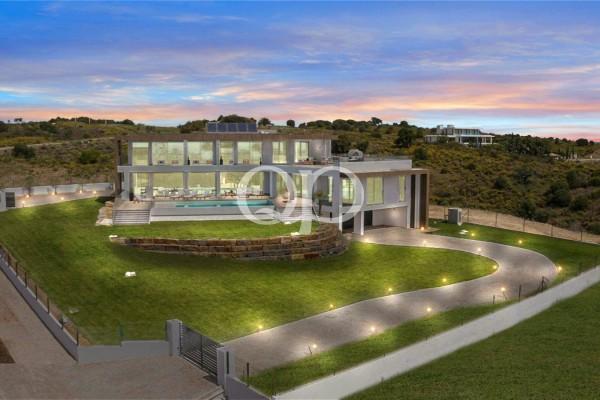 Luxurious modern villa with stunning sea views