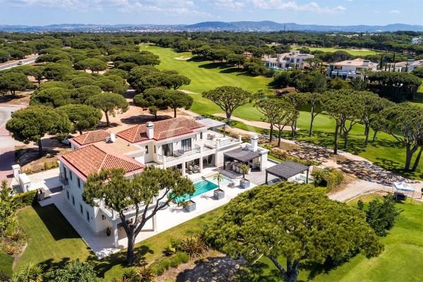 Luxuosa residência T6 em resort de golfe