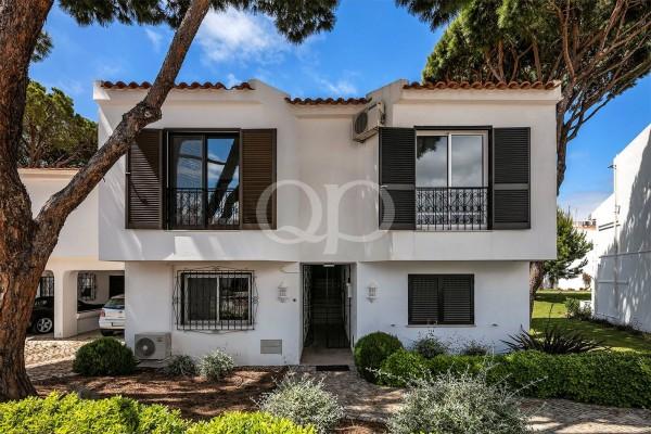 2-bedroom duplex apartment located in Vale do Lobo