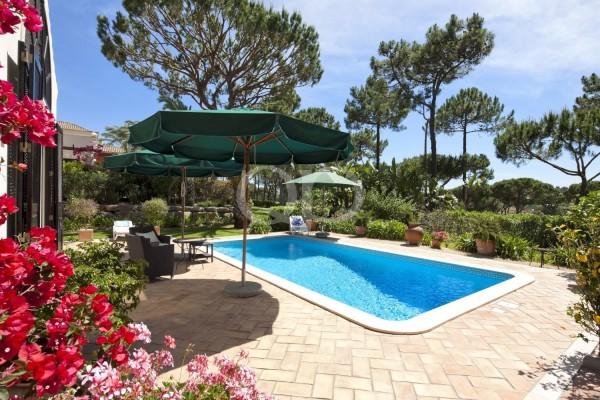 Moradia T3 em Pinheiros altos com vista ininterrupta sobre campo de golfe