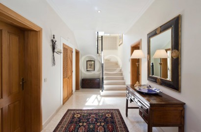3-bedroom villa located in Pinheiros Altos with front-line golf views