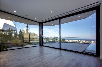 New amazing villa with sea views