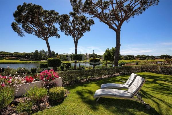 Apartamento T3 com jardim privado e vista para o lago
