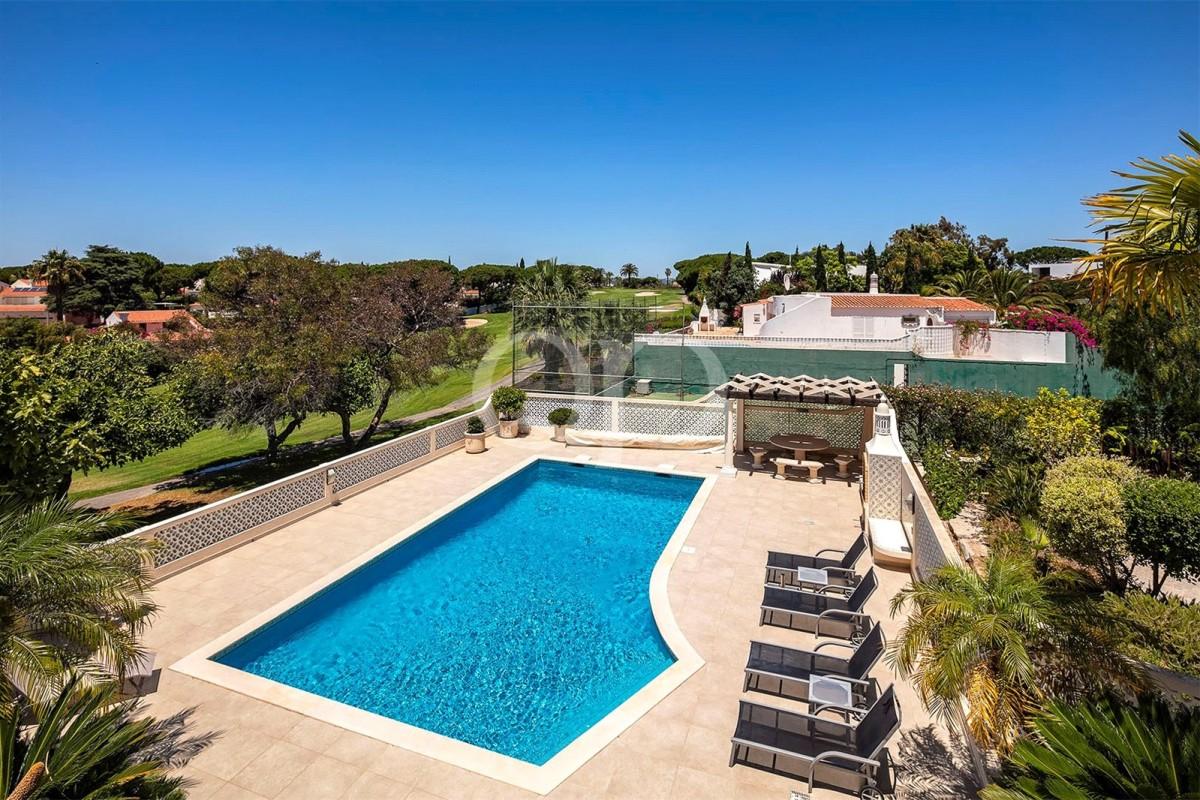 Elegant villa with golf views in Vale do Lobo