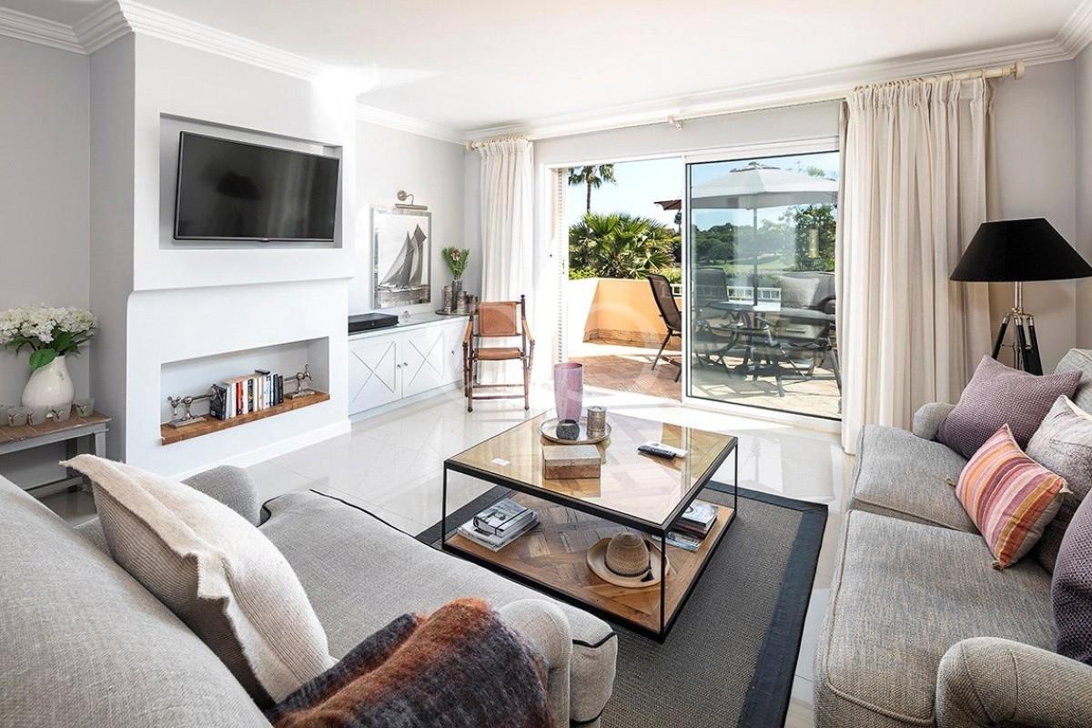 Elegante apartamento T2 com vista para o lago e golfe