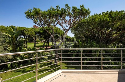 Moradia contemporânea ímpar com vista para o campo de golfe da Quinta do Lago