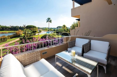 3-bedroom apartment with lake and golf views