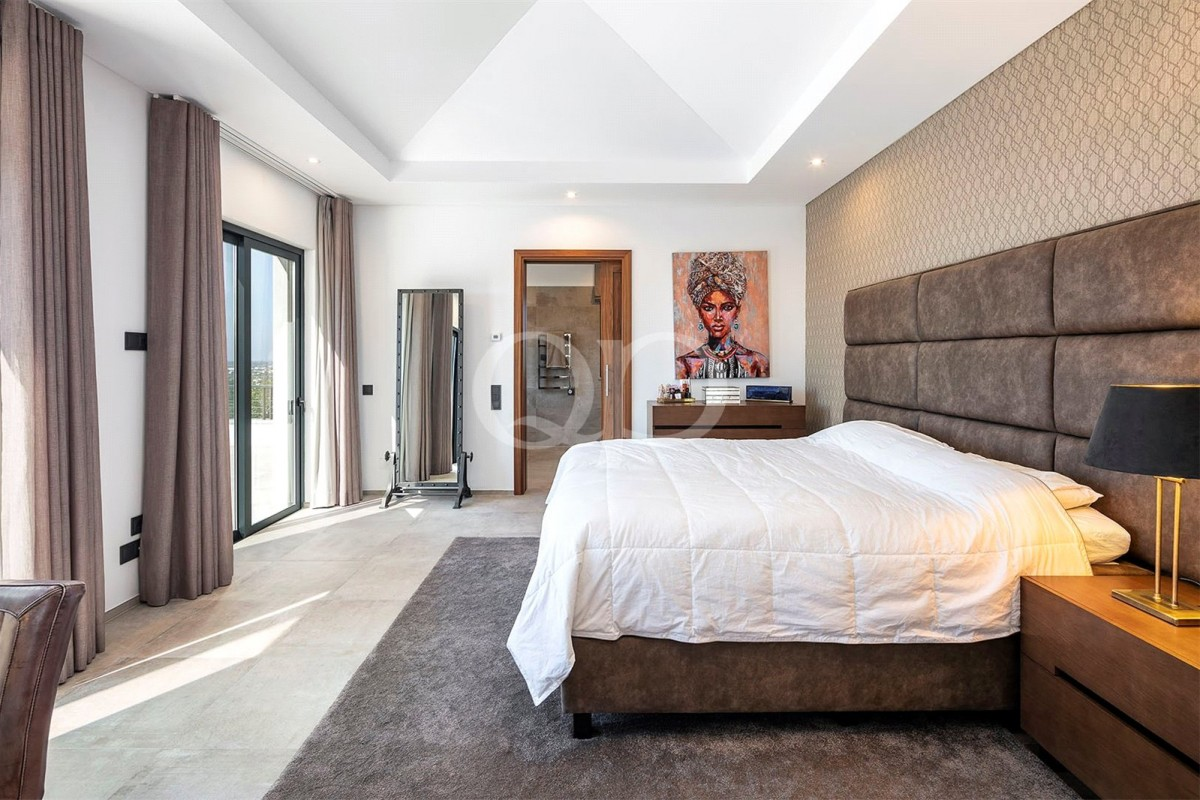 Beautifully appointed 4 bedroom property