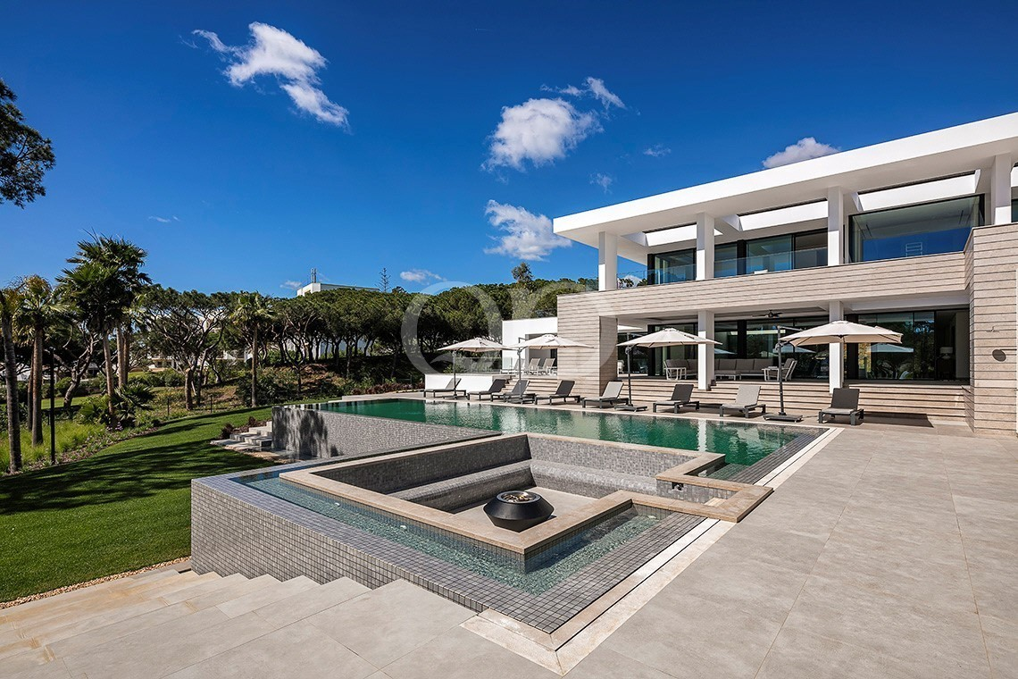 Spectacular brand new contemporary villa on a double plot