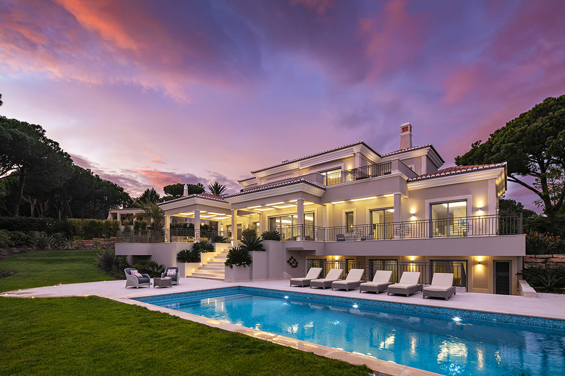 Brand new villa with elegant furnishings in Quinta do Lago