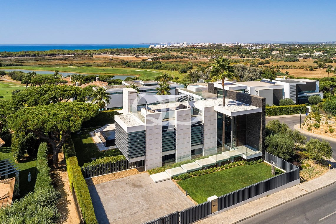 Showcase villa with stunning ocean views